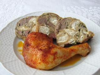 Pečené kuracie stehná so žemľovou plnkou