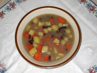Fazuľová polievka s údeným mäsom