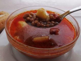 Šošovicová polievka s párkami
