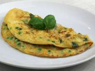Omeleta s hráškom, bazalkou a syrom feta