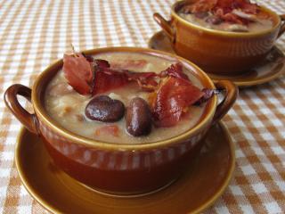 Bôbová polievka so slaninou