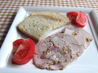Domáca bravčová šunka s olivami
