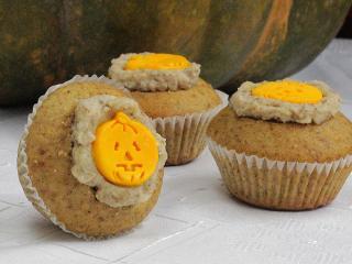 Halloween orieškové cupcakes