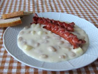 Biela fazuľová omáčka s párkom