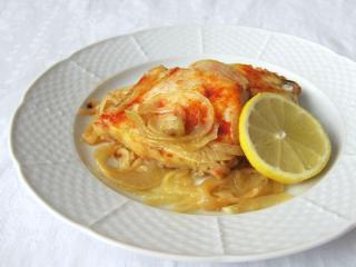 Rybie filé na cibuli