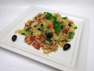 Quinoa šalát s čerstvou zeleninou
