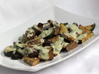 Tofu s grilovanou zeleninou a tahini omáčkou