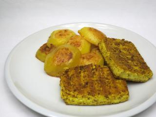 Kari-cesnakové grilované tofu