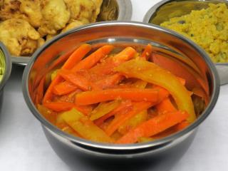 Mrkvovo-zemiakové sabdži v paradajkovej omáčke