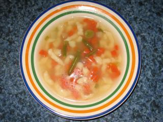 Zeleninová polievka s použitím vývaru z parného hrnca