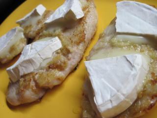 Kuracie prsia so syrom s bielou plesňou