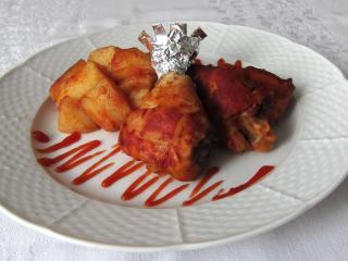 Pečené kurča so zemiakmi na kečupe