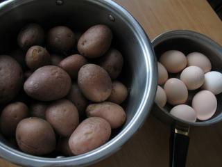 Príprava zemiakov a vajec