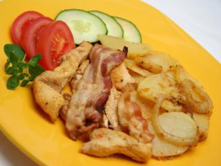 Pečené kuracie prsia so zemiakmi