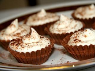 Čokoládové košíčky s vanilkovou penou
