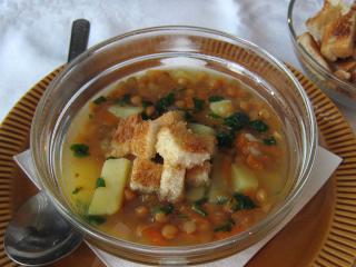 Šošovicová polievka s krutónmi