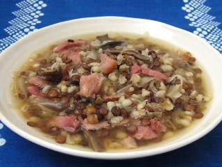 Šošovicová polievka s kyslou kapustou