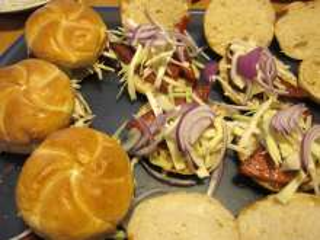Skladanie hamburgerov