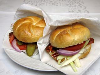 Rýchly hamburger zo sekanej v žemli