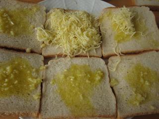 Cesnakový chlieb so syrom