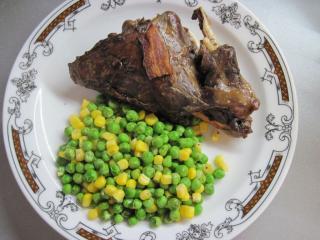 Argentínsky zajac s hráškom a kukuricou