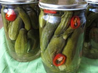 Zavárame pikantné uhorky