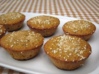 Kukuričné mafiny s hrozienkami a sezamom