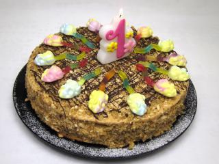 Medová narodeninová torta
