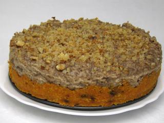Nepečená mrkvová torta s banánovým krémom