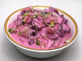 Uhorkový šalát s cviklou v jogurte