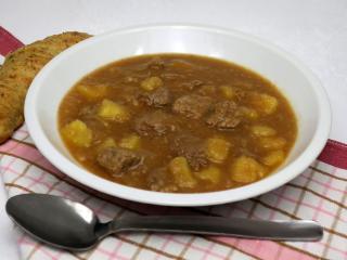 Teľací guláš so zemiakmi