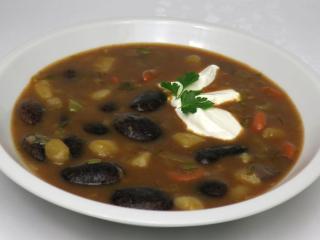 Tmavá fazuľová polievka