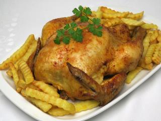 Paprikové pečené kurča s hranolkami