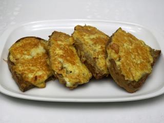 Syrový chlieb vo vajíčku s cesnakom