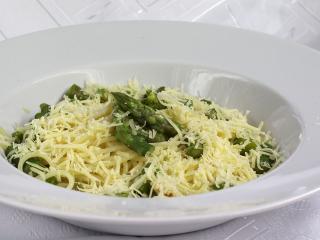 Špagety so špargľou