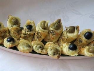 Syrové kornútky s olivami