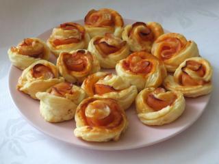 Cheddarové šunkové ružičky