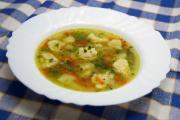 Jarná polievka s krupicovými knedličkami