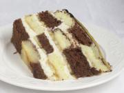 Mascarpone šachovnicová torta s banánmi